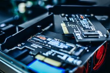 ストレージはSSDとHDDがある