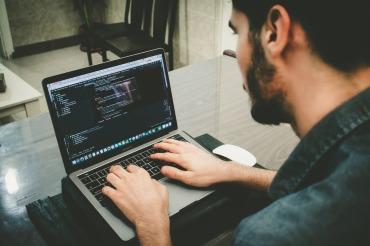 プログラミングに最適なノートパソコン
