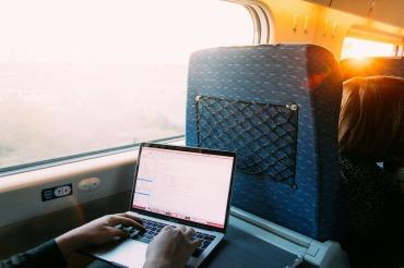 電車でパソコンするのは迷惑