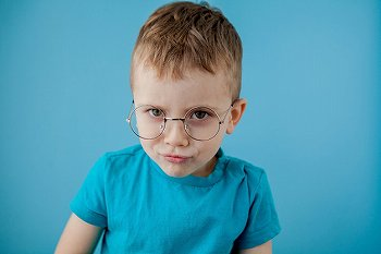 子供にブルーライトメガネは必要