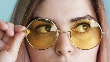 レンズの色でブルーライトカットメガネを選ぶ