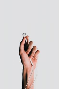 ワイヤレスイヤホンよりも有線を選ぶ
