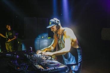 DJ用ヘッドホンの特徴
